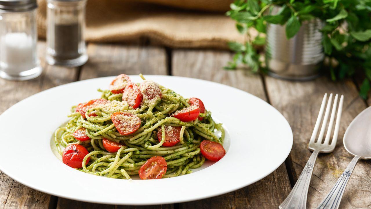Spaghetti an Kräuter-Pistazien-Pesto