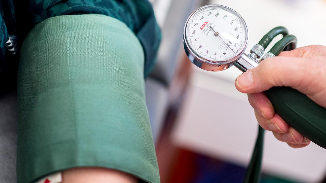 Bluthochdruck natürlich senken: Vier Methoden, die wirklich helfen – Video
