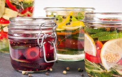 Fermentierte Lebensmittel: Eingelegtes Gemüse unterstützt die Darmgesundheit und das Immunsystem