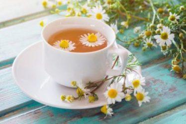 Bluthochdruck: Hohe Blutdruckwerte lassen sich auch mit diesem Tee mindern