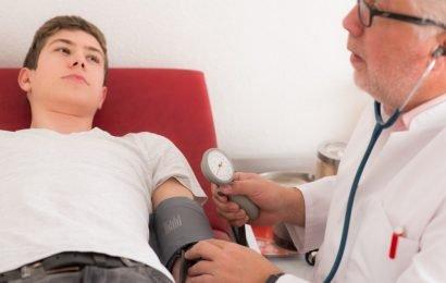 Studie: Hirnschäden vor 40 können schon durch leicht erhöhte Blutdruckwerte entstehen!