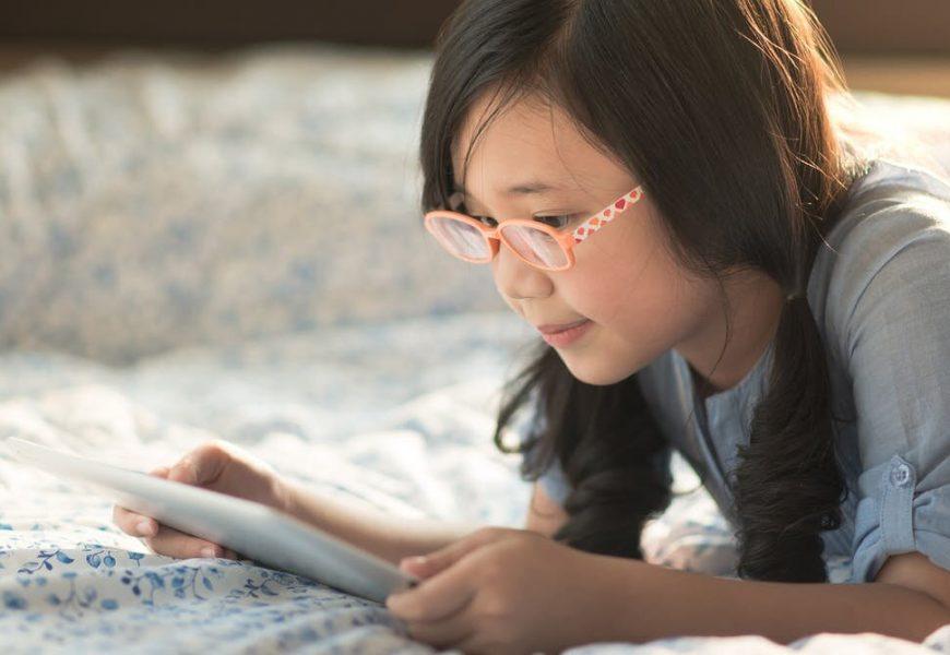 Zu viel Zeit vor dem Bildschirm verbunden, um eine Epidemie der Kurzsichtigkeit bei Jungen Menschen