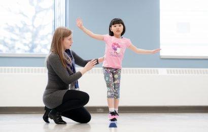 Kinder Gehirnerschütterung Erholung wie Schlangen und Leitern Spiel