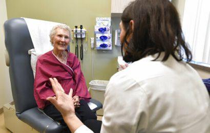 Spezielle Auswertungen können unterstützen Senioren bei der Bewältigung der Krebsbehandlung