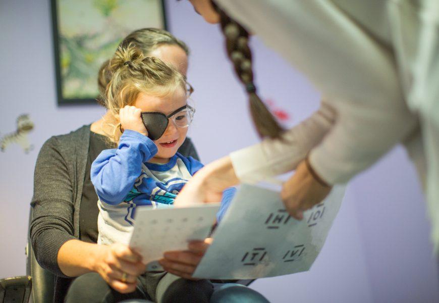 Helle Lichter im freien kann helfen Behandlung von Schwachsichtigkeit bei Kindern