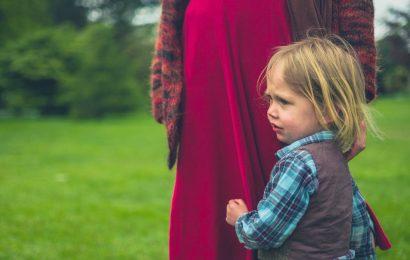 Ist mein Kind zu anhänglich, und wie kann ich helfen?