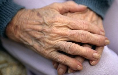 Senioren-onset rheumatoide arthritis ups Knochen erosion Risiko