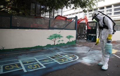 Giftige Blei entfernt von Paris Schulen nach Notre Dame Feuer