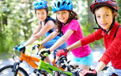 Verkehrs-Experten, die Eltern nicht immer sehen, Auge in Auge auf sichere Radwege für Kinder