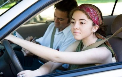 Mehr Jugendliche lernen das Autofahren sicherer Bedingungen