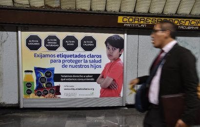 Mexikanischen Abgeordnetenhauses geht junk-food-label rechts