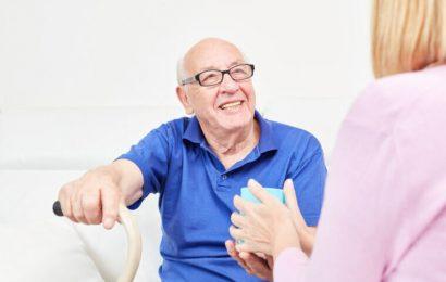 Änderungen an soziale, physische Räume, das Leben zu Hause einfacher für ältere Erwachsene