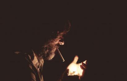 Zigarettenrauch schädigt die psychische Gesundheit, zu