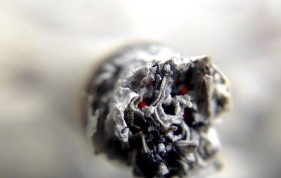 Sollten Sie mit dem Rauchen aufhören Topf, während der Corona-Virus-Pandemie?