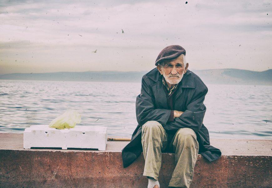 Ältere Männer weniger sorgen machen als andere über COVID-19