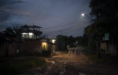 Virus Köpfe flussaufwärts in Brasilien Amazonas, sickens Ureinwohner