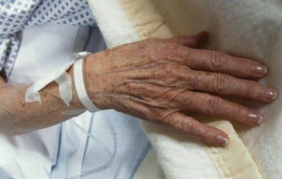 Inmitten Pandemie befürchtet, dass ältere Amerikaner fühlen sich 'entbehrlich'
