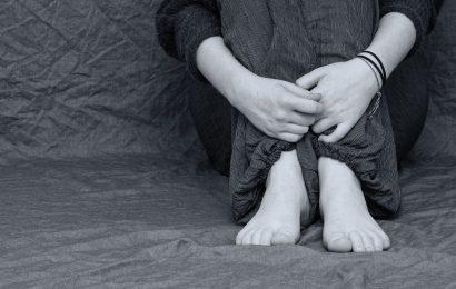 Teenager, die sagen, Ihre Eltern sind overcontrolling Kampf mit Beziehungen, Erziehungsziele als Erwachsene