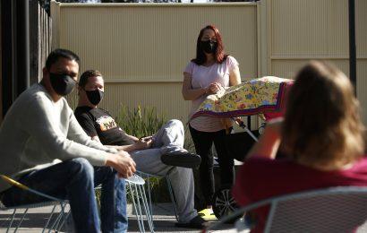Australische Staat macht Masken Pflicht als COVID-19-spreads