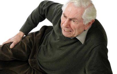 Mehr als ein Viertel der Senioren berichtet, fallen in vergangenen Jahr