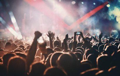 """Sie hatten das Gefühl, Corona sei """"vorbei"""": 1000 Menschen feiern bei unangekündigtem Rave"""