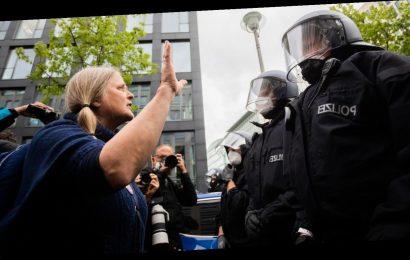 """Demo-Verbot: Berliner Polizei zählt etwa 200 """"Freiheitsbeschränkungen"""" als Zwischenbilanz"""